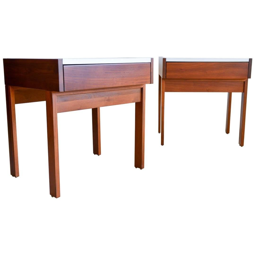 Superieur Martin Borenstein For Brown Saltman Pair Of Walnut Nightstands, Circa 1960