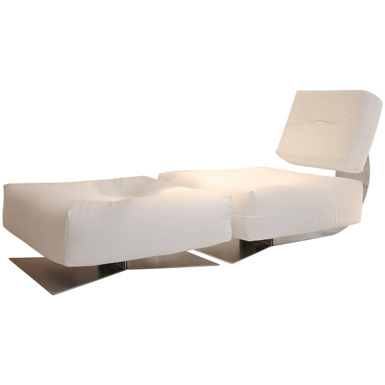 Iconic oscar niemeyer lounge chair and ottoman for Iconic chair and ottoman