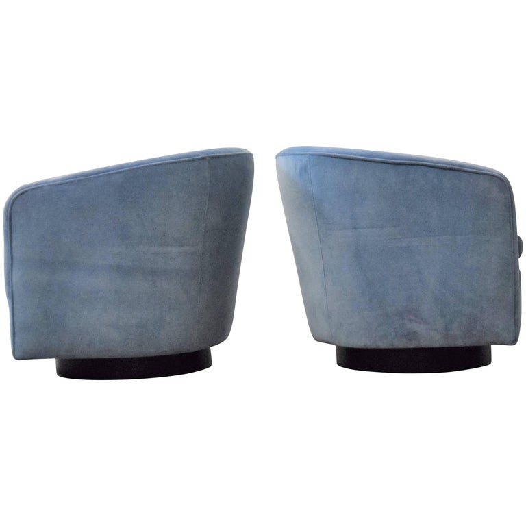 Pair of Milo Baughman Swivel and Tilt Lounge Chairs  For Sale