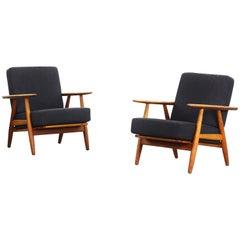 Beautiful Pair of Lounge Chairs by Hans J. Wegner for GETAMA Cigar Mod. 240 'b