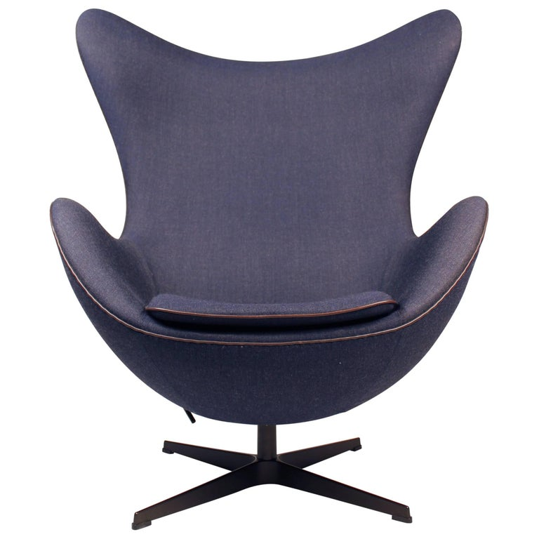 'Fritz Hansen's Choice' Limited Edition Arne Jacobsen Egg Chair with Bronze Base For Sale