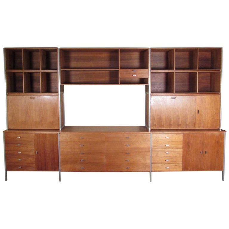 "Paul McCobb ""Connoisseur Collection"" Wall Unit for H Sacks and Sons For Sale"