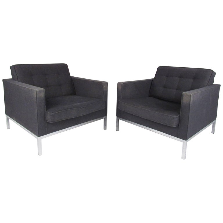 Mid-Century Modern Pair of Florence Knoll Club Chairs