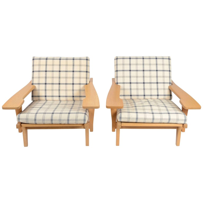Hans J Wegner, a Pair of Easy Chairs Model GE-375, GETAMA, 1960s