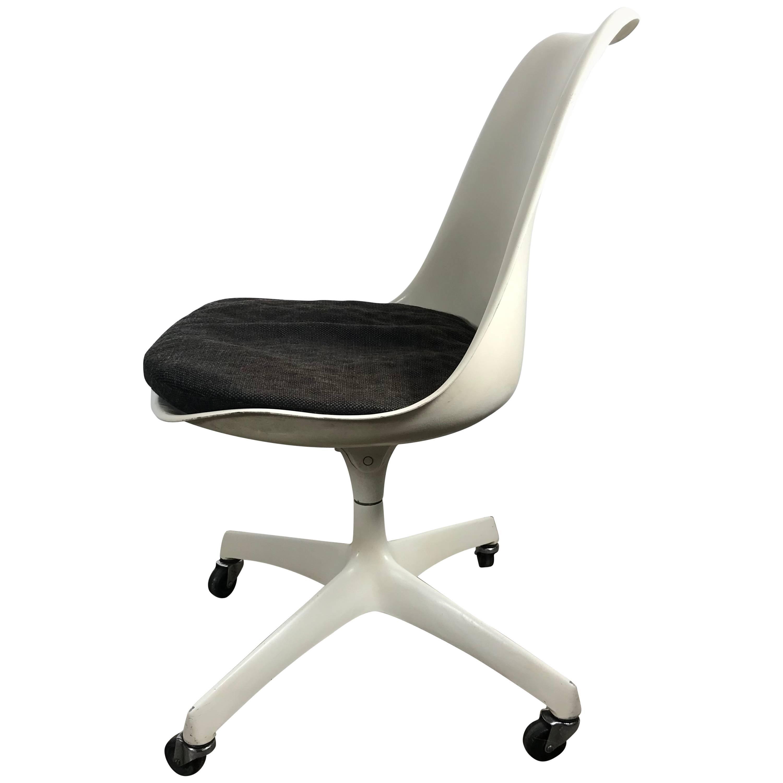 Important Early Tilt Swivel Tulip Desk Chairs by Eero Saarinen for Knoll