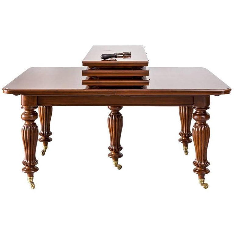 Antique Anglo-Indian or British Colonial Teakwood Extending Dining Table For Sale