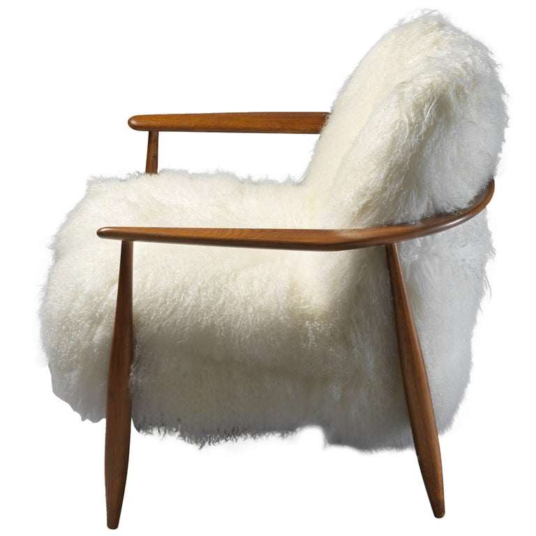 Ib Kofod-Larsen Attributed, Lounge Chair in White Lambskin, Stained Oak, 1950s For Sale