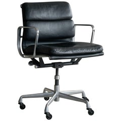 Eames Soft Pad Management Chair Model Ea434 European Issue with Caster Wheels