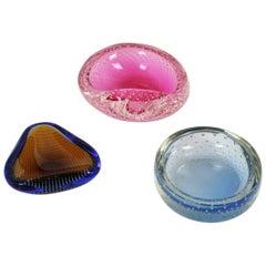 Set of Three Ferro Seguso Murano Pink, Blue and Amber Art Glass Bullicante Bowls