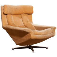 1960s, Golden/Beige Velvet Swivel Lounge Chair 'Bamse' by Bra Bohag AB Sweden