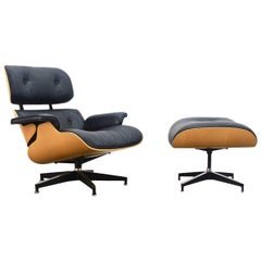 Eames Lounge Chair and Ottoman in Oak Veneer and Brown Leather, 1970s