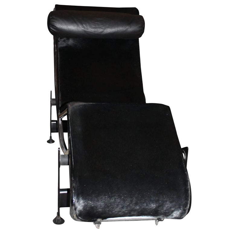 Original Cassina Le Corbusier LC4 Lounge Chair in Black Pony For ...