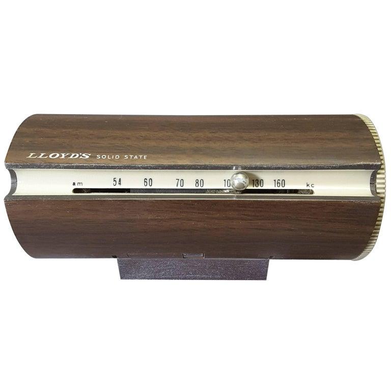 Mid-Century Modern 1967 Wood Grain Finish Tubular Solid State Am Radio For Sale