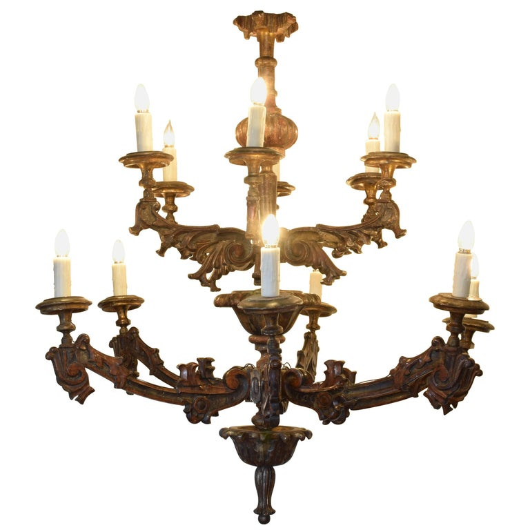 Italian Carved Giltwood Twelve-Arm Chandelier, First Half of the 19th Century