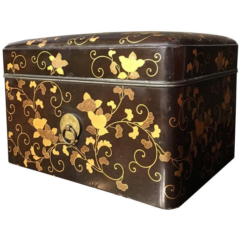 19th Century Japanese Edo Period Maki-e Decorated Black Lacquer Box and Tray