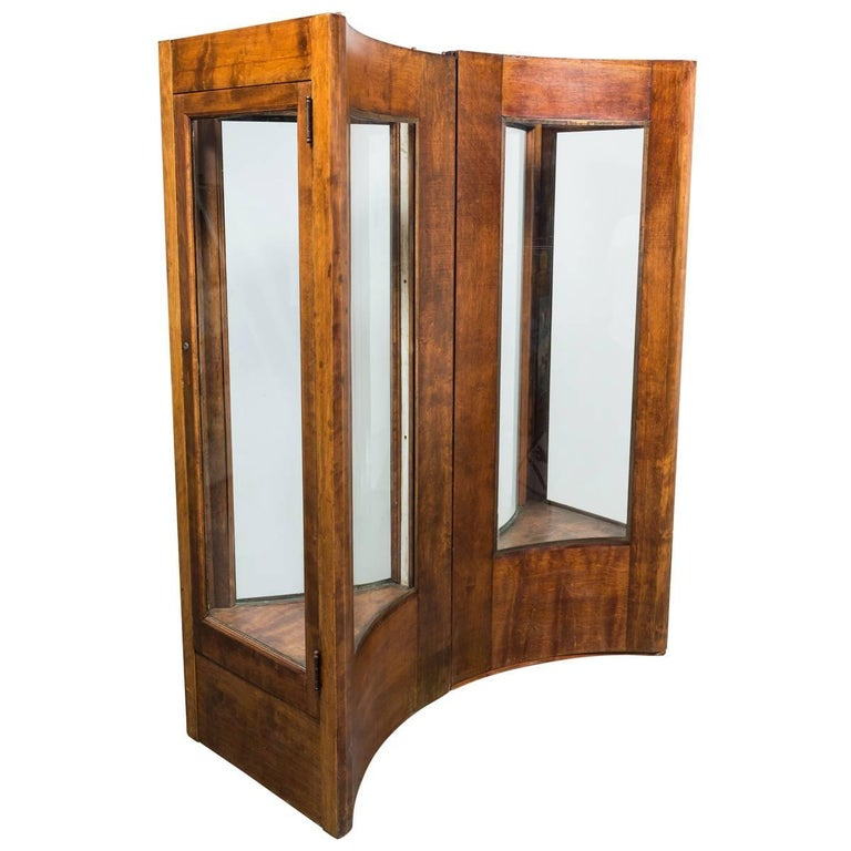 Early 20th Century Fort Worth Hotel Oak Display Case Pair For Sale