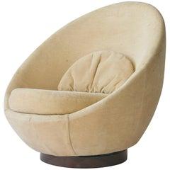 Milo Baughman Large-Scale Swivel Chair