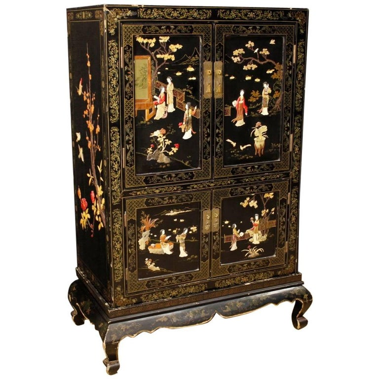 French Chinoiserie Sideboard in Lacquered and Painted Wood from 20th Century For Sale