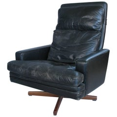 Leather and Rosewood Swivel Tilt Lounge Chair by Fredrik Kayser