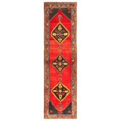 Antique Bergama Turkish Rug. Size: 3 ft 7 in x 13 ft 1 in (1.09 m x 3.99 m)