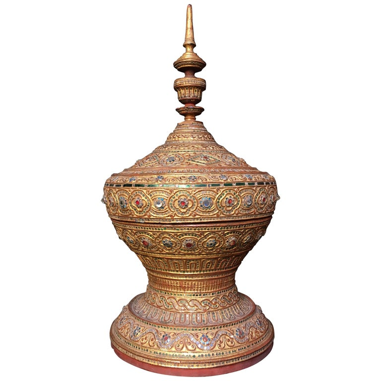 Mandalay Period Burmese Gilt Lacquer Offering Vessel, Hsun-Ok, circa 1900 For Sale
