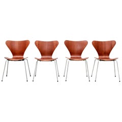 Danish Set of Four Arne Jacobsen Butterfly Plywood Chairs in Teak Model FH3107