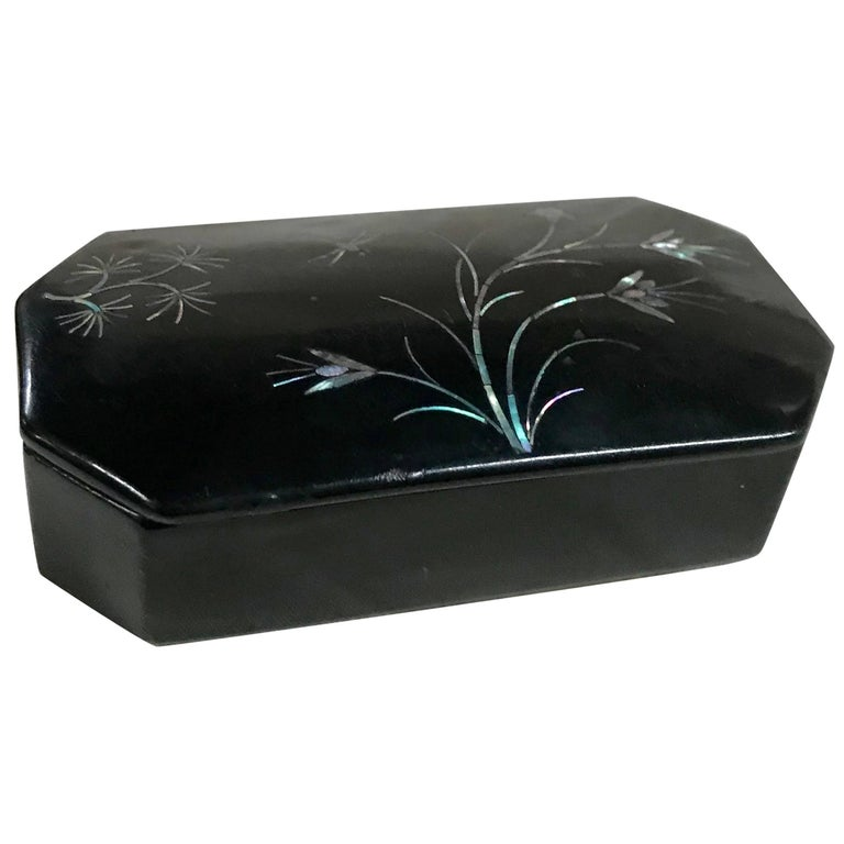 Mother-of-Pearl Flowers and Dragonfly on Asian Black Lacquer Snuff Box
