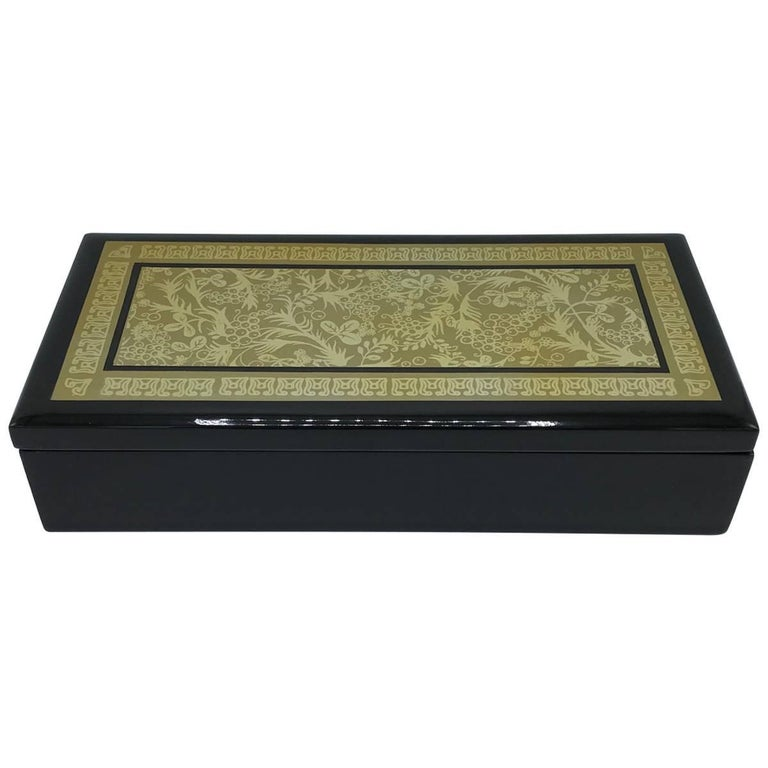 1970s Chinoiserie Green and Black Lacquered Box with an Ornate Asian Motif