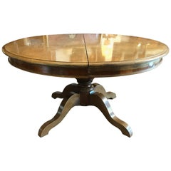 Mid-19th Century Italian Extendable Oval Walnut Dining Room Table