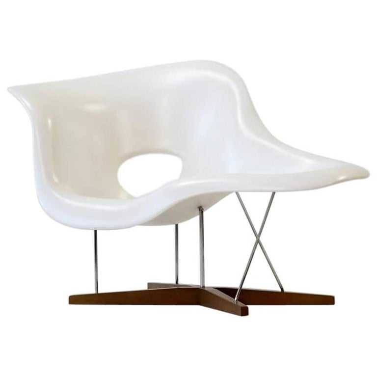 La chaise by eames for vitra chaise lounge recliner chair for Chaise eames vitra