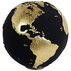 Classic Globe with Volcanic Sand and Gold Finishing, 20 cm