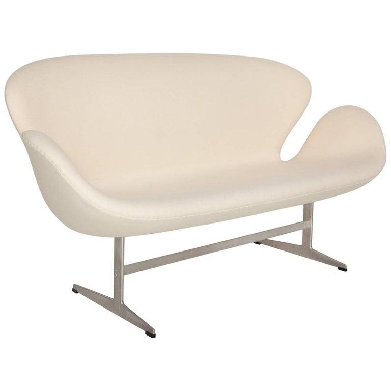 Arne Jacobsen Swan Settee for Fritz Hansen For Sale