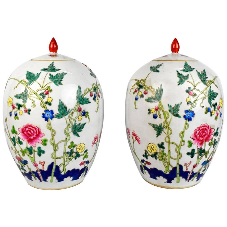 1950s Pair of Oriental Urns with Flower Decorations For Sale