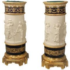 Ein Paar vergoldete auf Bronze montierte Sèvres Biskuit Porzellan Podeste, spätes 19. Jahrhundert