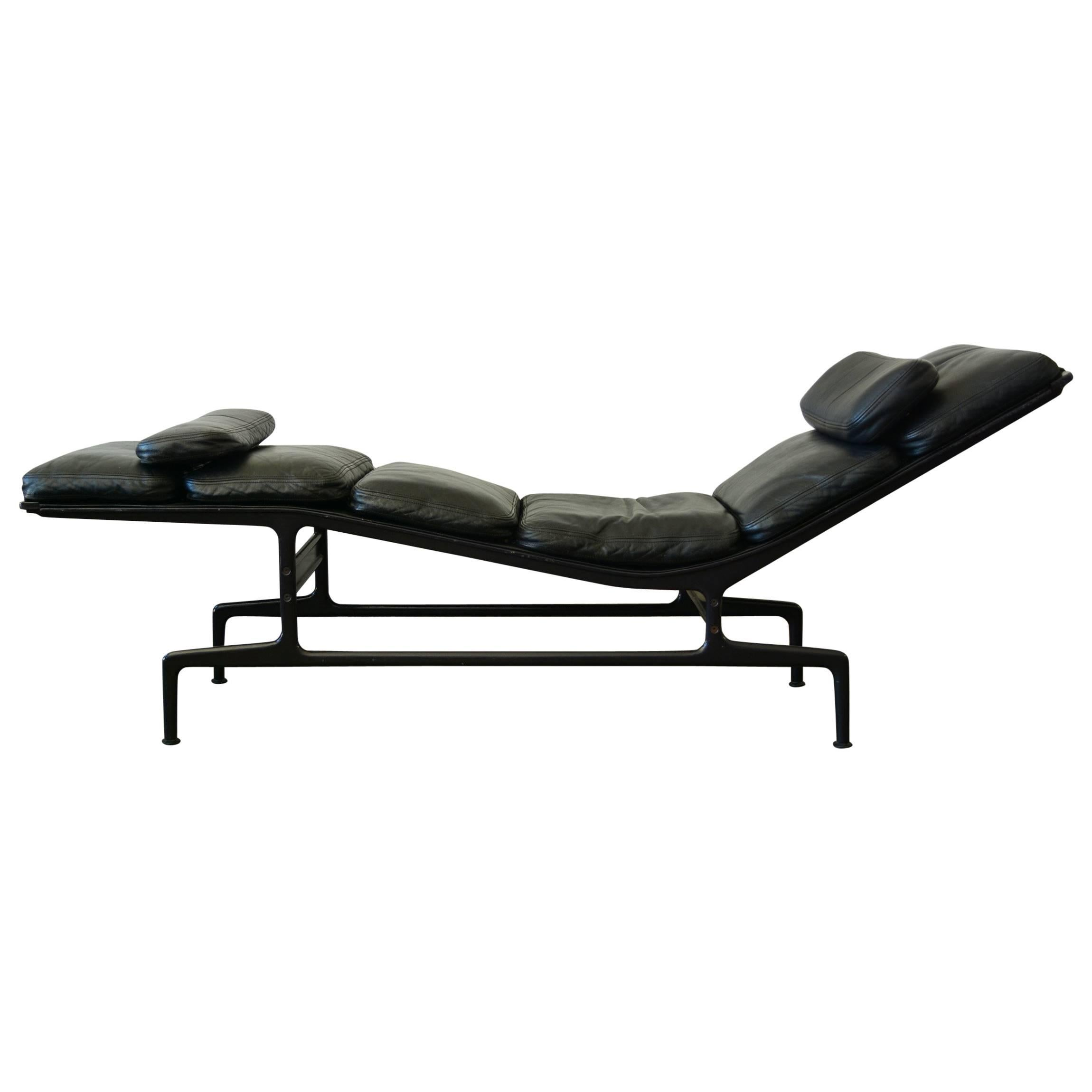 Bon Billy Wilder Chaise Lounge By Charles Eames At 1stdibs