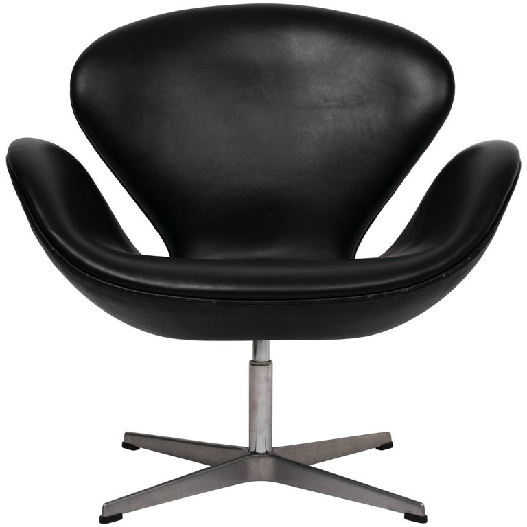 Arne Jacobsen Swan Chair in Black Leather