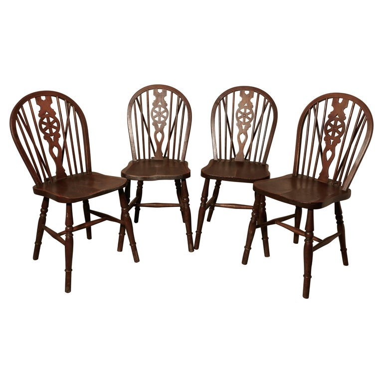 Set of Four Victorian Beech and Elm Wheel Back Windsor Kitchen Dining Chairs