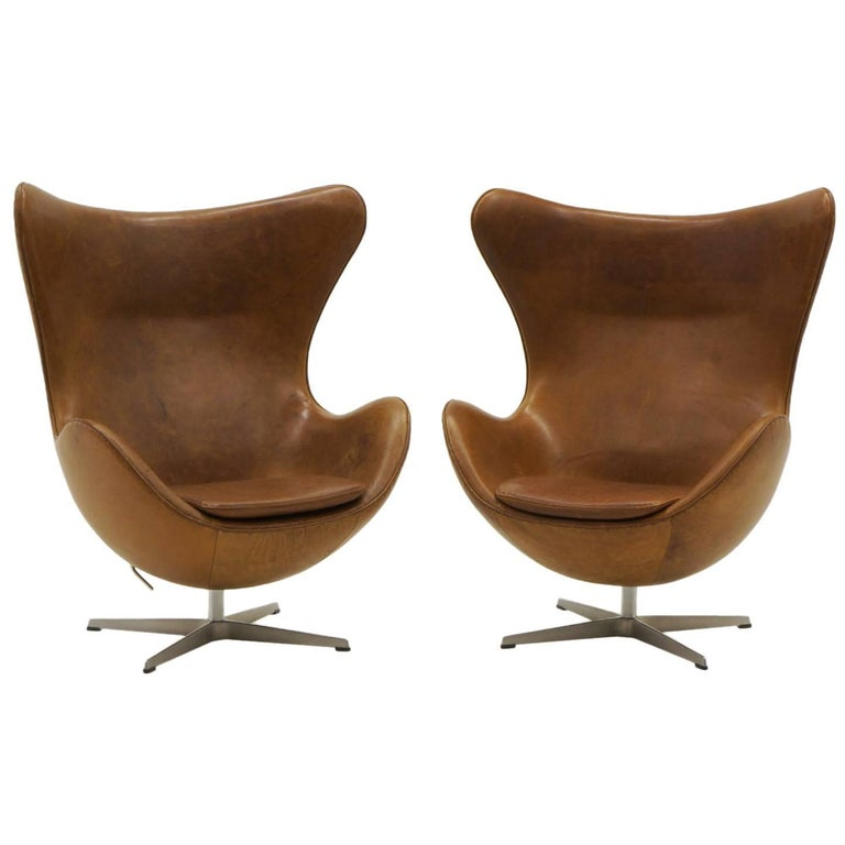 Pair of Arne Jacobsen Egg Chairs in Cognac / Tan Leather, Made by Fritz Hansen