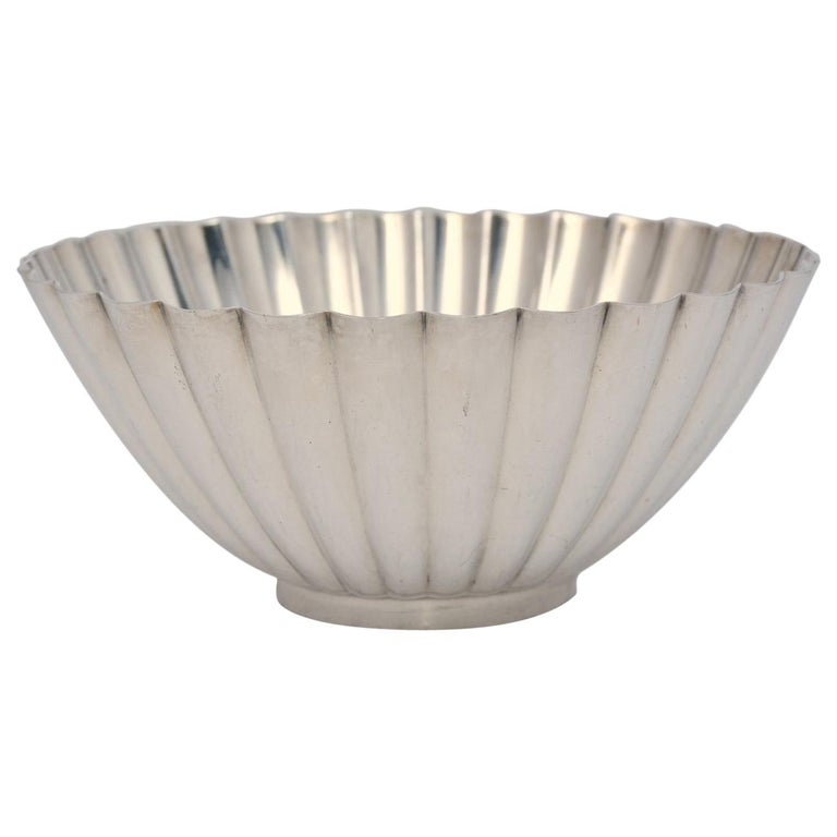 Vintage Silver Plated Scalloped Bowl by Reed & Barton For Sale