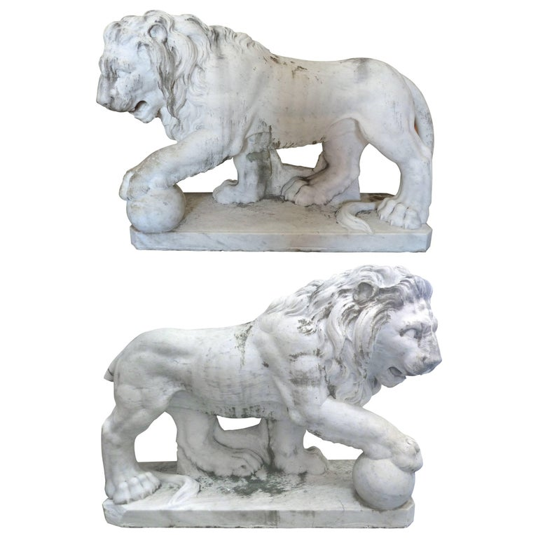 Lifesize 19th Century Pair Of Italian Clical Marble Lion Statue Sculptures For