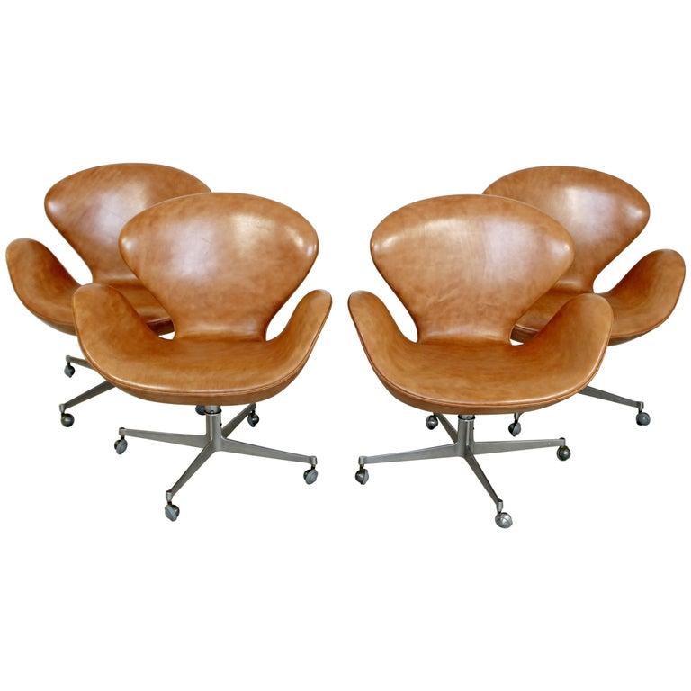 Mid-Century Modern Arne Jacobsen Fritz Hansen Set of Four Leather Swan Chairs