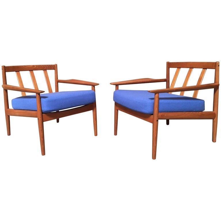 Pair of Danish Modern Lounge Chairs by Arne Vodder For Sale