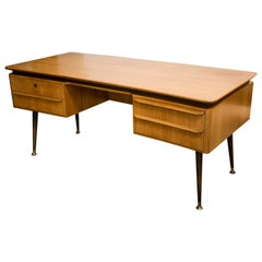 Italian Midcentury Desk in the Manner of Gio Ponti
