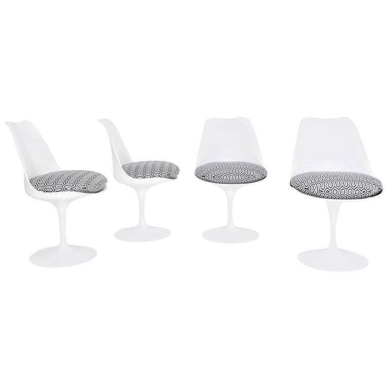 Set of Four Eero Saarinen Tulip Chairs by Knoll