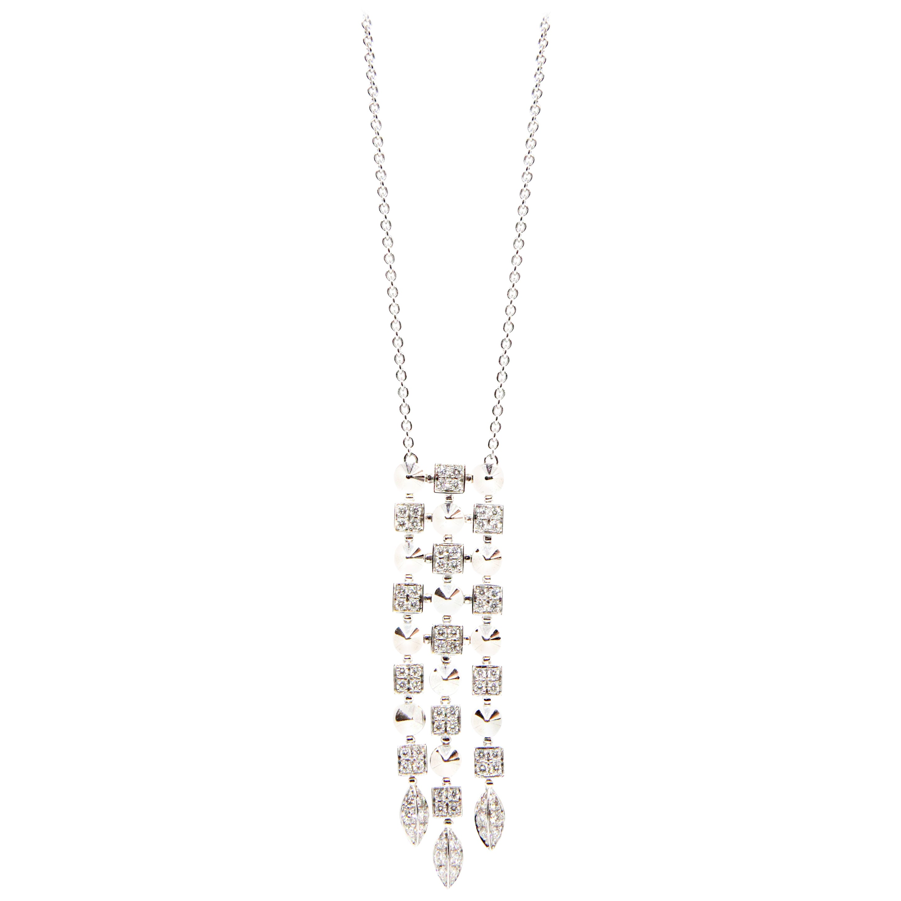 Stunning Bvlgari 18 Karat White Gold Diamond Pendant Chain Necklace