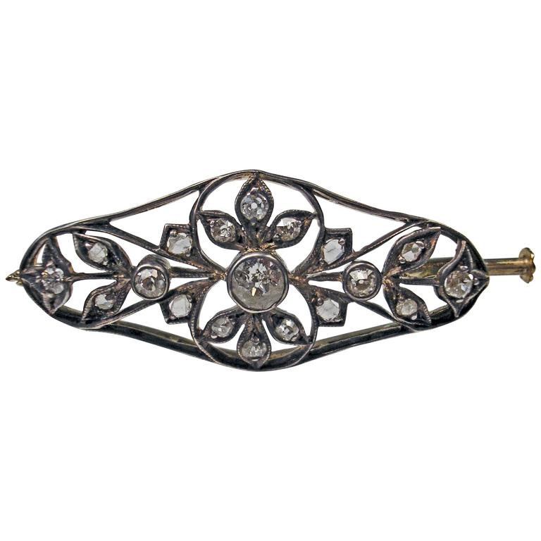 1900s Art Nouveau Diamonds 0.50 Carat Gold Flower Brooch For Sale