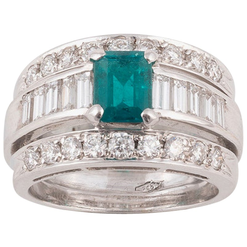 18 Karat White Gold Diamond Emerald Band Ring