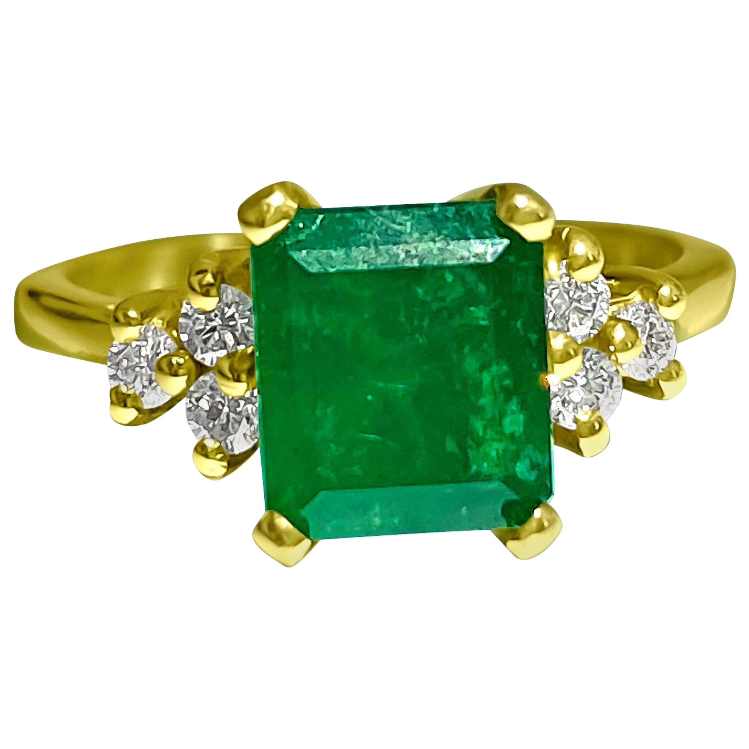 2.50 Carat Natural Colombian Emerald Diamond Cocktail Ring 14 Karat Yellow Gold