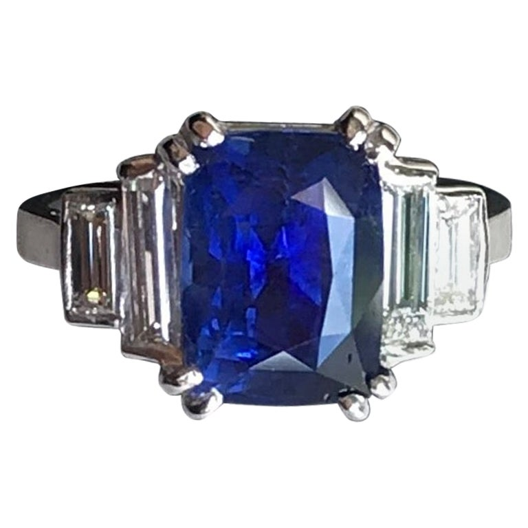 Ceylon natural Sapphire Ring 4.59 Carat 18 Carat White Gold with Diamonds