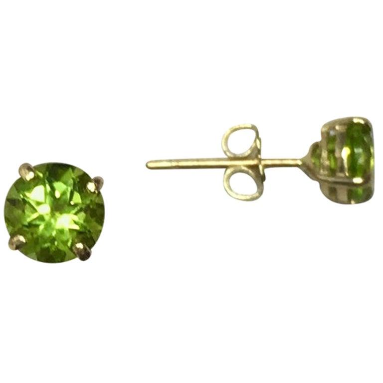 Bright Green Peridot 1.00 Carat Yellow Gold Round Diamond Cut Earring Studs